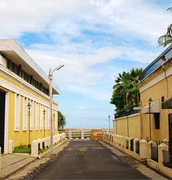 Stroll colourful streets and view magnificent buildings in the former French territory of Puducherry Image